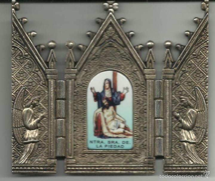 PEQUEÑA CAPILLA DE NUESTRA SEÑORA DE LA PIEDAD METALICA CON CIERRE VER FOTOS (Antigüedades - Religiosas - Varios)