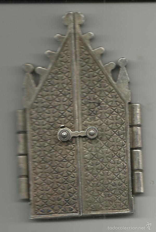 Antigüedades: PEQUEÑA CAPILLA DE NUESTRA SEÑORA DE LA PIEDAD METALICA CON CIERRE VER FOTOS - Foto 3 - 56530381