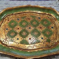Antigüedades: MAGNIFICA Y ANTIGUA BANDEJA RECTANGULAR - DECORATIVA - EN PAPEL MACHE - PINTADA CON PAN DE ORO-. Lote 56532709