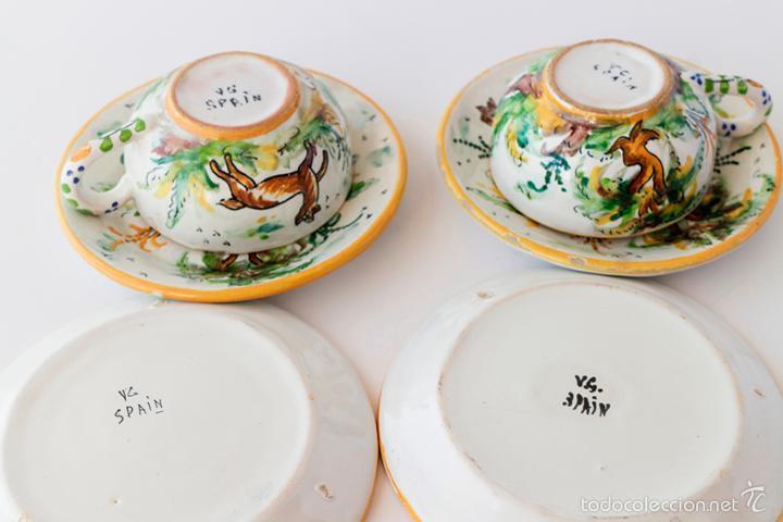 Antigüedades: Dos tazas y cuatro platitos pintados a mano Cerámica de Triana. Años 40 - Foto 2 - 182979716
