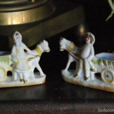 Antigüedades: PAREJA DE POALILLEROS DE PORCELANA BISCUIT. Lote 56545768