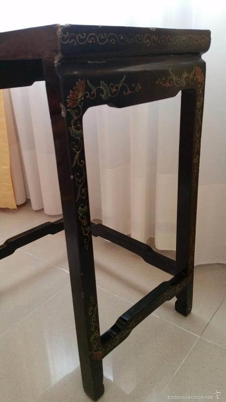 Antigüedades: PRECIOSA MESA CHINA LACADA CON RELIEVES DE GEISHAS - Foto 6 - 56546114