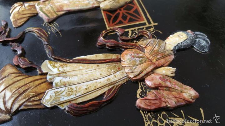 Antigüedades: PRECIOSA MESA CHINA LACADA CON RELIEVES DE GEISHAS - Foto 14 - 56546114