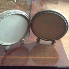 Antigüedades: DOBLE MARCO ¿DE PLATA? REDONDO DE LOS AÑOS 50 DE SOBREMESA.. Lote 38406680