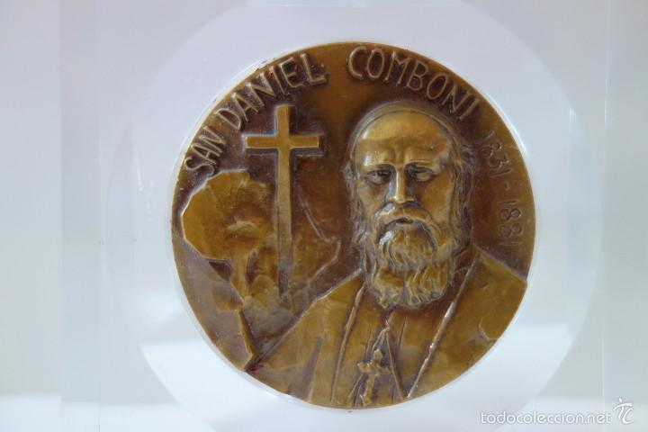 Antigüedades: MEDALLA CONMEMORATIVA SAN DANIEL COMBONI 1831-1881 - BRONCE MONTADO EN METACRILATO - Foto 2 - 56554000