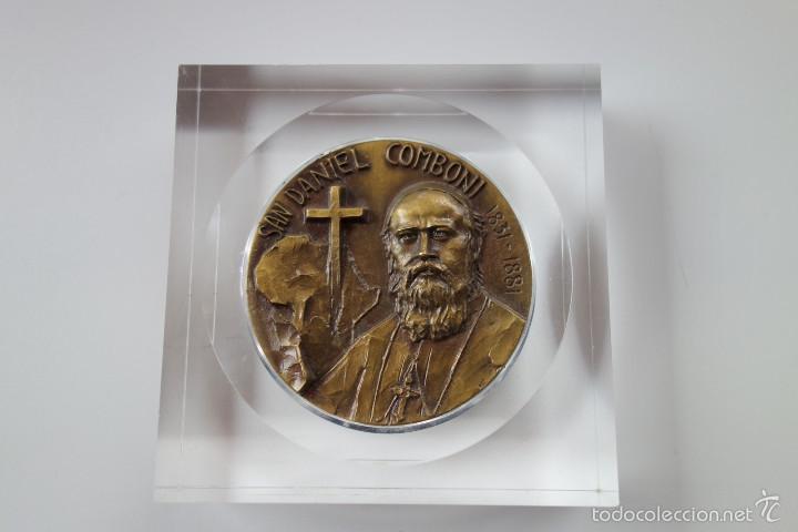 Antigüedades: MEDALLA CONMEMORATIVA SAN DANIEL COMBONI 1831-1881 - BRONCE MONTADO EN METACRILATO - Foto 4 - 56554000