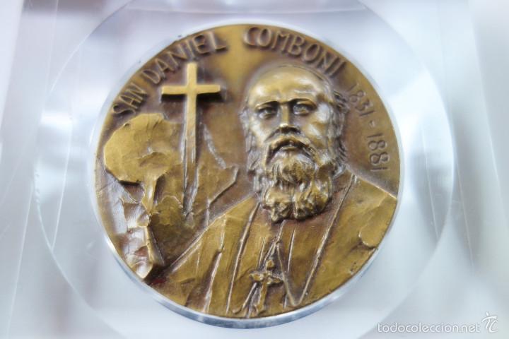 Antigüedades: MEDALLA CONMEMORATIVA SAN DANIEL COMBONI 1831-1881 - BRONCE MONTADO EN METACRILATO - Foto 5 - 56554000