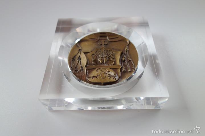 Antigüedades: MEDALLA CONMEMORATIVA SAN DANIEL COMBONI 1831-1881 - BRONCE MONTADO EN METACRILATO - Foto 7 - 56554000