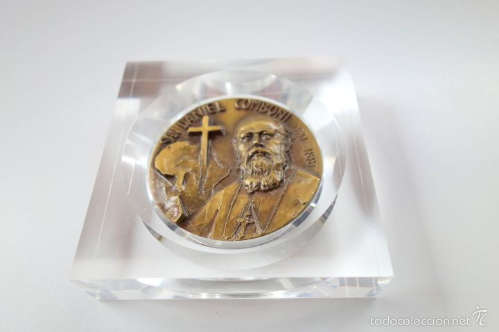 Antigüedades: MEDALLA CONMEMORATIVA SAN DANIEL COMBONI 1831-1881 - BRONCE MONTADO EN METACRILATO - Foto 8 - 56554000