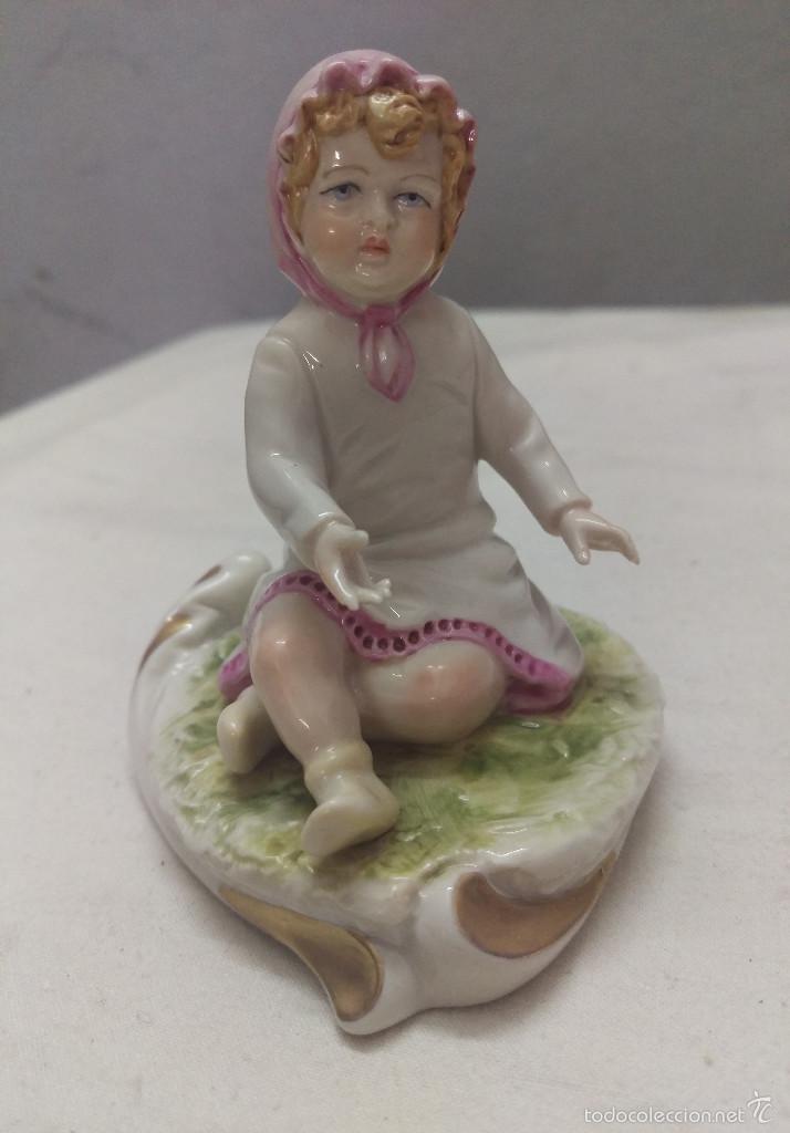 DELICADA FIGURA INFANTIL EN PORCELANA GALOS GALICIA SELLADA NUMERADA (Antigüedades - Porcelanas y Cerámicas - Otras)