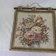 Antiques - tapiz artesanal con ramo de flores - 56603320
