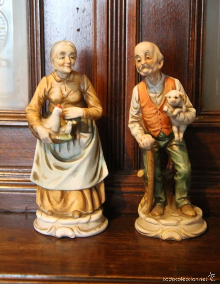 PAREJA DE ANCIANOS EN PORCELANA JAPONESA EN PERFECTO ESTADO NOMBRE EN LA BASE (Antigüedades - Porcelana y Cerámica - Japón)