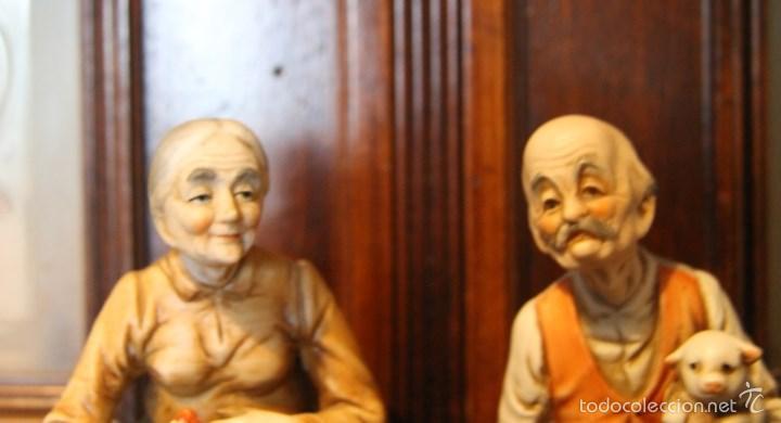 Antigüedades: PAREJA DE ANCIANOS EN PORCELANA JAPONESA EN PERFECTO ESTADO NOMBRE EN LA BASE - Foto 2 - 56605340