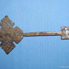 Antigüedades: CRUZ COPTA ETÍOPE EN METAL DE 23 CM ALTURA. Lote 56608719