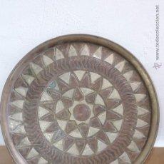 Antigüedades: ANTIGUA BANDEJA ÁRABE - PP S. XX AÑOS 20 - LÁTÓN - COBRE Y ALPACA - GRANDE CASI 50 CM. Lote 56617028