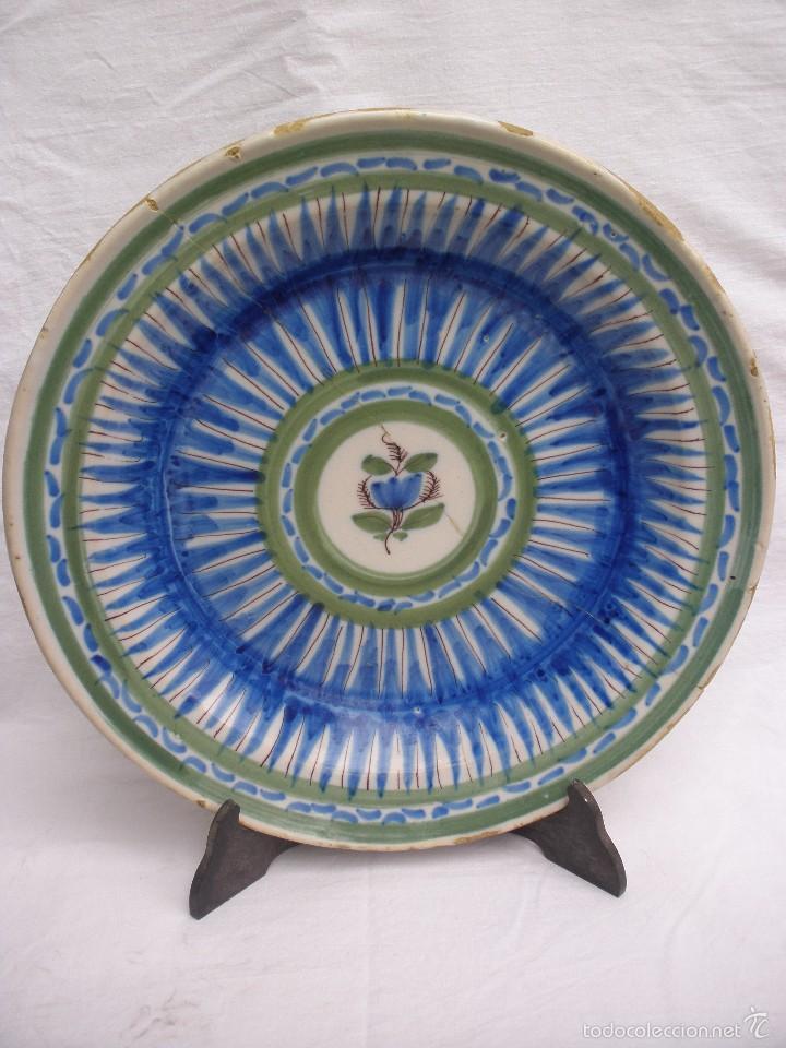 ANTIGUO PLATO DE 31 CM RIBESALBES CASTELLÓN CON RAMITO FLORAL (Antigüedades - Porcelanas y Cerámicas - Ribesalbes)