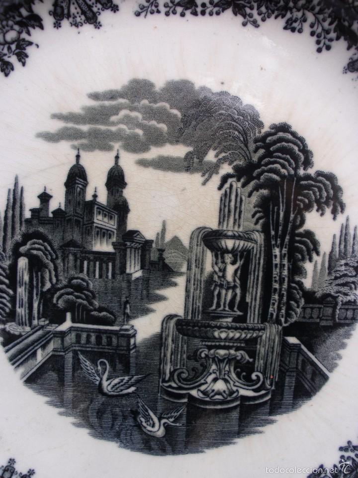 Antigüedades: ANTIGUA FUENTE DE LOZA GRAN PLATO PORCELANA LA CARTUJA SEVILLA PICKMAN 31,5 CM SELLO INCISO - Foto 2 - 56669701