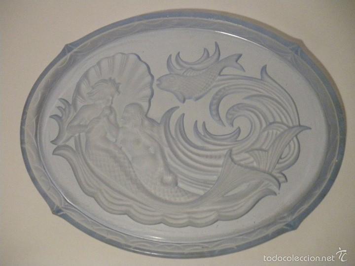 Antigüedades: Bandeja en cristal prensado azul estilo art deco (principios siglo XX) - Foto 2 - 56672158