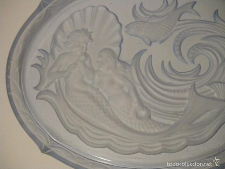 Antigüedades: Bandeja en cristal prensado azul estilo art deco (principios siglo XX) - Foto 3 - 56672158