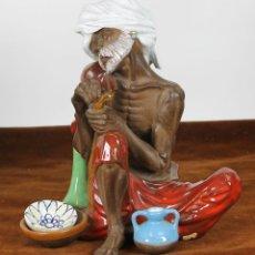 Antigüedades: ASCETA DE LA INDIA. FIGURA EN CERAMICA ESMALTADA. ALGORA. SIGLO XX. . Lote 56678237
