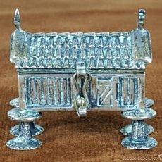Antigüedades: CAJITA. ORRIO ASTURIANO EN PLATA DE LEY. ESPAÑA. SIGLO XX. . Lote 56711927