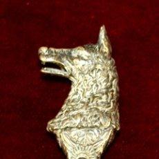 Antigüedades: ABRIDOR DE BOTELLAS. MANGO EN PLATA CINCELADA. ALEMANIA. CIRCA 1950.. Lote 56712304