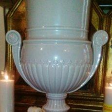 Antigüedades: LAMPARA DE HISPANIA. MANISES. ESMALTADA EN GRIS PERLA. MODERNISTA CON UN TOQUE CLASICO.. Lote 56716555