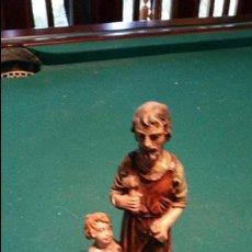Antigüedades: PRECIOSA FIGURA DE SAN JOSE Y EL NIÑO JESÚS EN MARMOLINA. HECHA EN ITALIA.. Lote 56718444