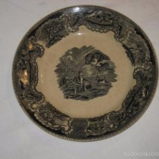 Antigüedades: ANTIGUO PLATO EN CERAMICA DE CARTAGENA - SERIE CAZA OSO - SELLADO. Lote 56735706