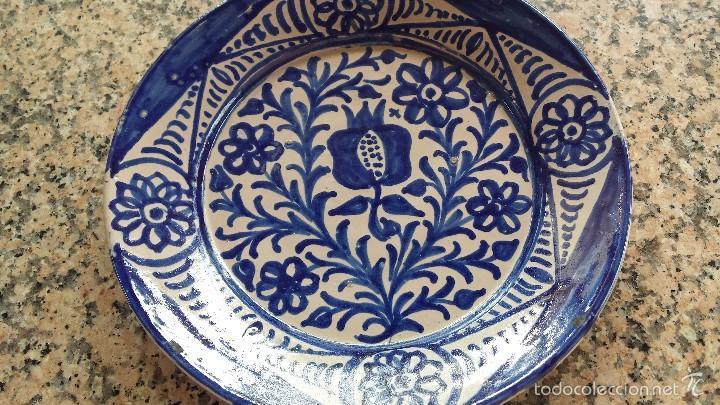 Antigüedades: antiguo plato de fajalauza pintado a mano. - Foto 2 - 56745542