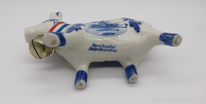 Antigüedades: Lechera antigua de vaca en porcelana Holandesa Delft Blue, firmada y decorada a mano . - Foto 5 - 56746897