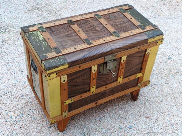 Ba l antiguo en madera y chapa con llave comprar ba les - Baules antiguos de madera ...
