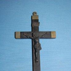 Antigüedades: CRUZ O CRUCIFIJO MISIONERO EN MADERA Y METAL. Lote 56810895