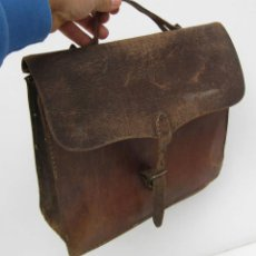Antigüedades: MUY ANTIGUO BOLSO EN PIEL DE MANO HOMBRE CIRCA 1900 . Lote 56829265