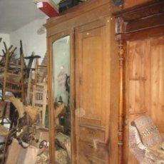 Antigüedades: ARMARIO LIBRERIA PUERTA CRISTAL CAJÓN BAJO 4 CAJONES VISTOS ROBLE - PINO VIEJO. Lote 56835579
