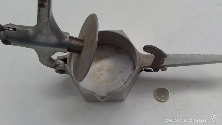 Antigüedades: especie de prensa manual , exprimidor , estrujador ...... - Foto 4 - 56840880