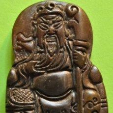 Antiguidades: ANTIGUO COLGANTE CHINO DE GUAN YU TALLADO A MANO EN JADE. Lote 56843133