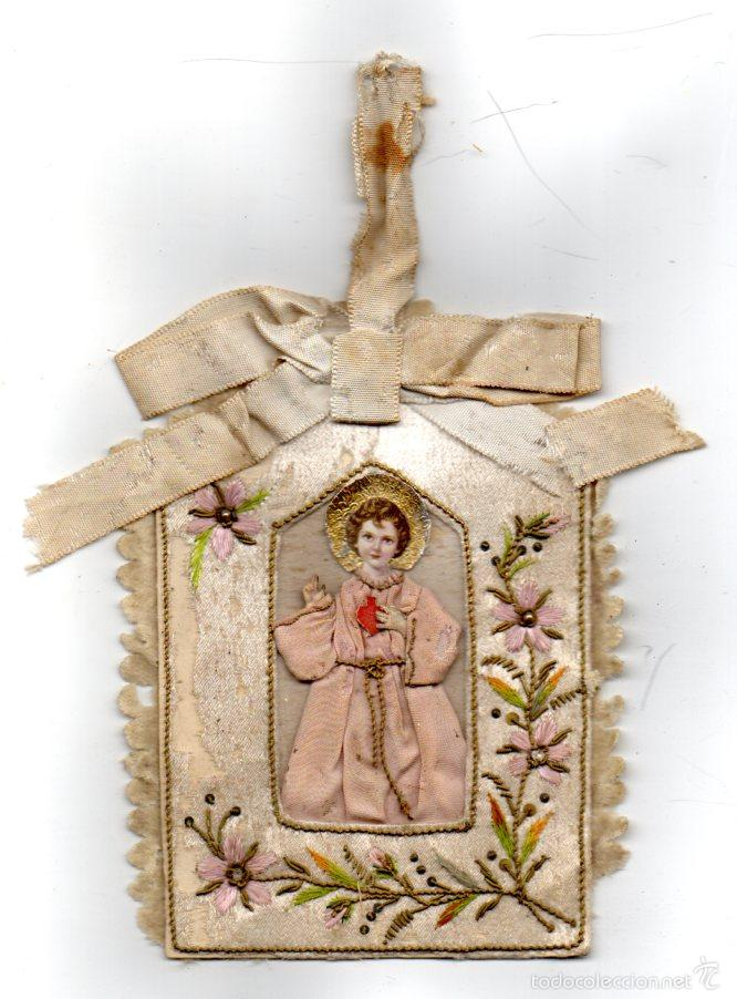 ESCAPULARIO ANTIGUO NIÑO JESUS BORDADO EN SEDA, CARITA Y MANOS DE PAPEL Y VESTIDO EN TELA (Antigüedades - Religiosas - Escapularios Antiguos)