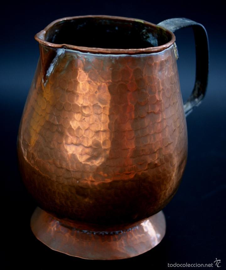 Antigüedades: JARRA DE COBRE MARTILLADO CON ASA DE HIERRO - S. XIX - Foto 2 - 56875750