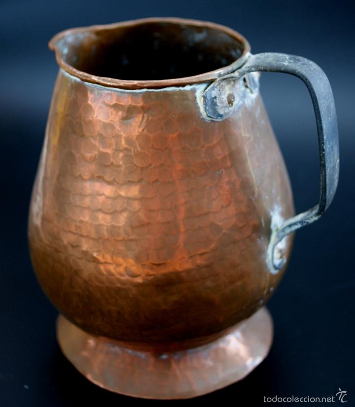 Antigüedades: JARRA DE COBRE MARTILLADO CON ASA DE HIERRO - S. XIX - Foto 4 - 56875750