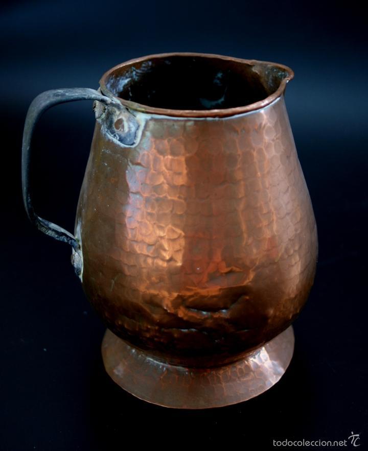 Antigüedades: JARRA DE COBRE MARTILLADO CON ASA DE HIERRO - S. XIX - Foto 6 - 56875750
