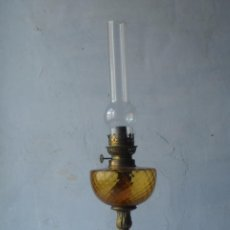 Antigüedades: LAMPARA ANTIGUA QUINQUE CRISTAL COMPLETO CON PIE BRONCE. Lote 56882065