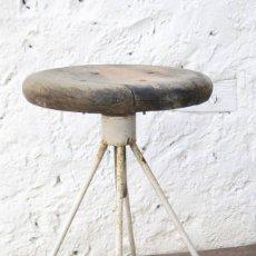 Antigüedades: MARAVILLOSA! SILLA TABURETE BANQUETA INDUSTRIAL TIPO MEDICO HIERRO Y MADERA DECORACION USO. Lote 56885369