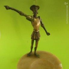 Antigüedades: ESCULTURA FIGURA EN BRONCE DE DON QUIJOTE DE LA MANCHA CON BASE CENICERO MARMOL. Lote 56891324