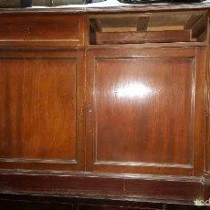 Antigüedades: APARADOR CON ADORNO DE COLUMNAS EN SUS LADOS, PARA RESTAURAR. . Lote 137479666