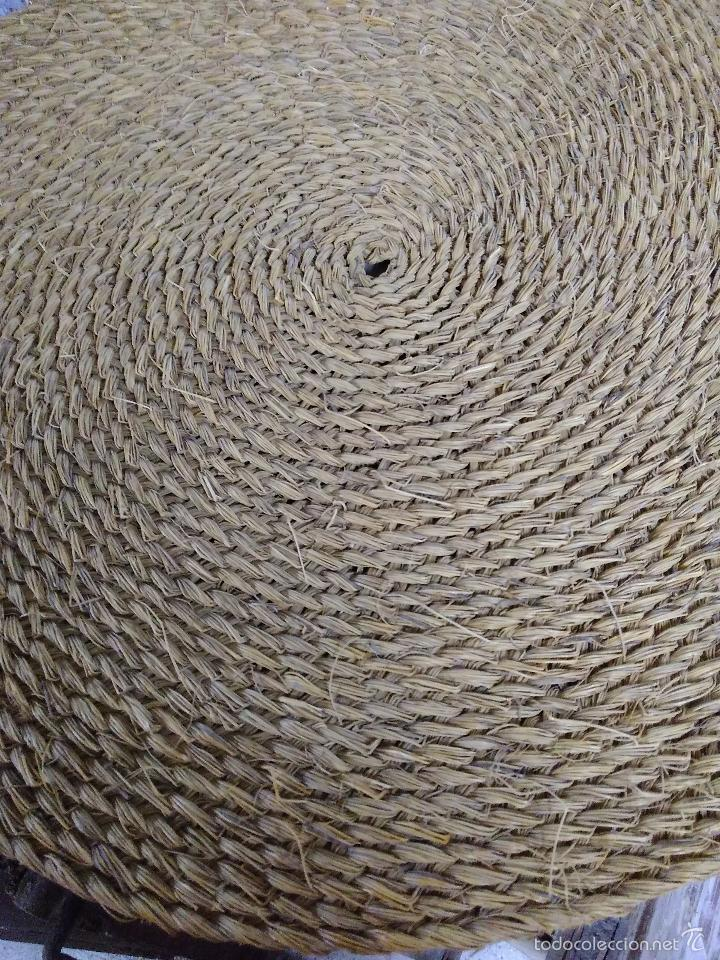 Antigüedades: Antigua y bonita Estera o capacho de esparto trenzado sin usar. en perfecto estado.Diametro 80cm - Foto 2 - 56898631