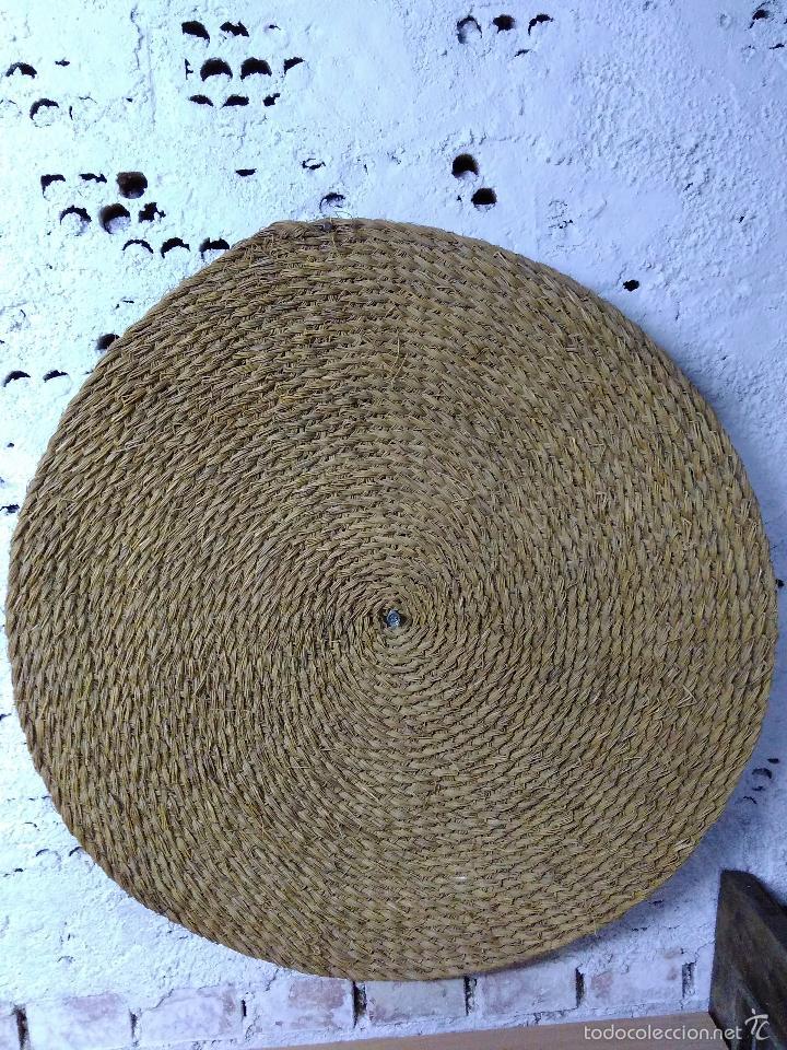 Antigüedades: Antigua y bonita Estera o capacho de esparto trenzado sin usar. en perfecto estado.Diametro 80cm - Foto 3 - 56898631