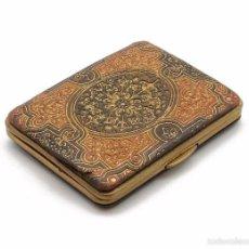 Antigüedades: MONEDERO EN CUERO REPUJADO CON CIERRE EN METAL PRINCIPIOS SIGLO XX. Lote 56914369