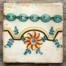 Antigüedades: BONITO AZULEJO VALENCIANO - PINTADO A MANO - PRECIOSA DECORACIÓN - GUIRNALDA Y FLOR. Lote 56995255