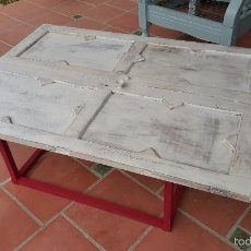 Antigüedades: ORIGINAL MESA BAJA REALIZADA CON PUERTAS DE ALACENA. . Lote 59539976